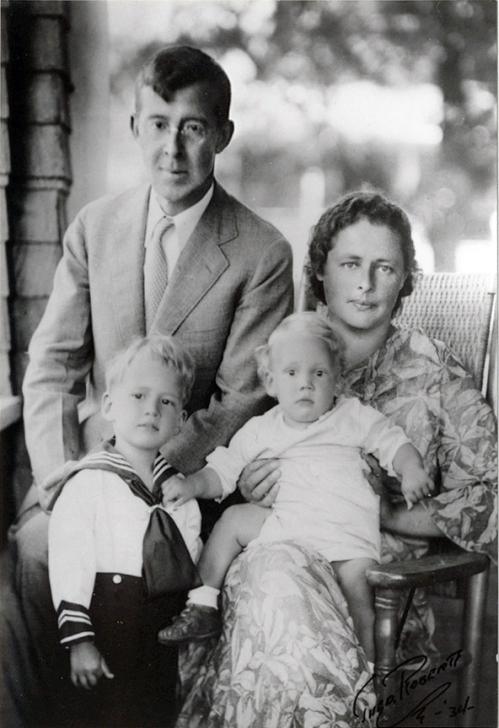 Питирим Сорокин с семьей. Фото 1934 г. США.