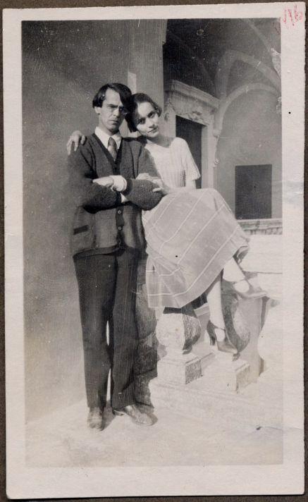 Владислав Ходасевич и Нина Берберова. Париж. Около 1930.