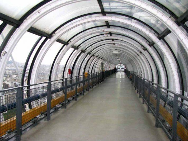 Один из внешних коридоров Центра Помпиду. Источник http://etotam.com/
