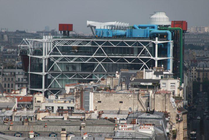 Вид на Центр Помпиду с Собора Парижской Богоматери. Источник https://upload.wikimedia.org/