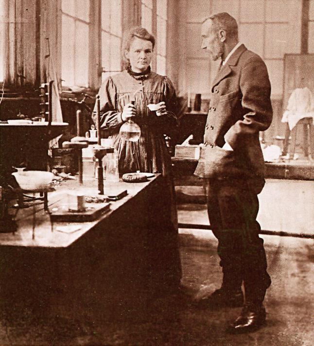 Мария и Пьер Кюри. Фото 1900 г. Источник https://upload.wikimedia.org/
