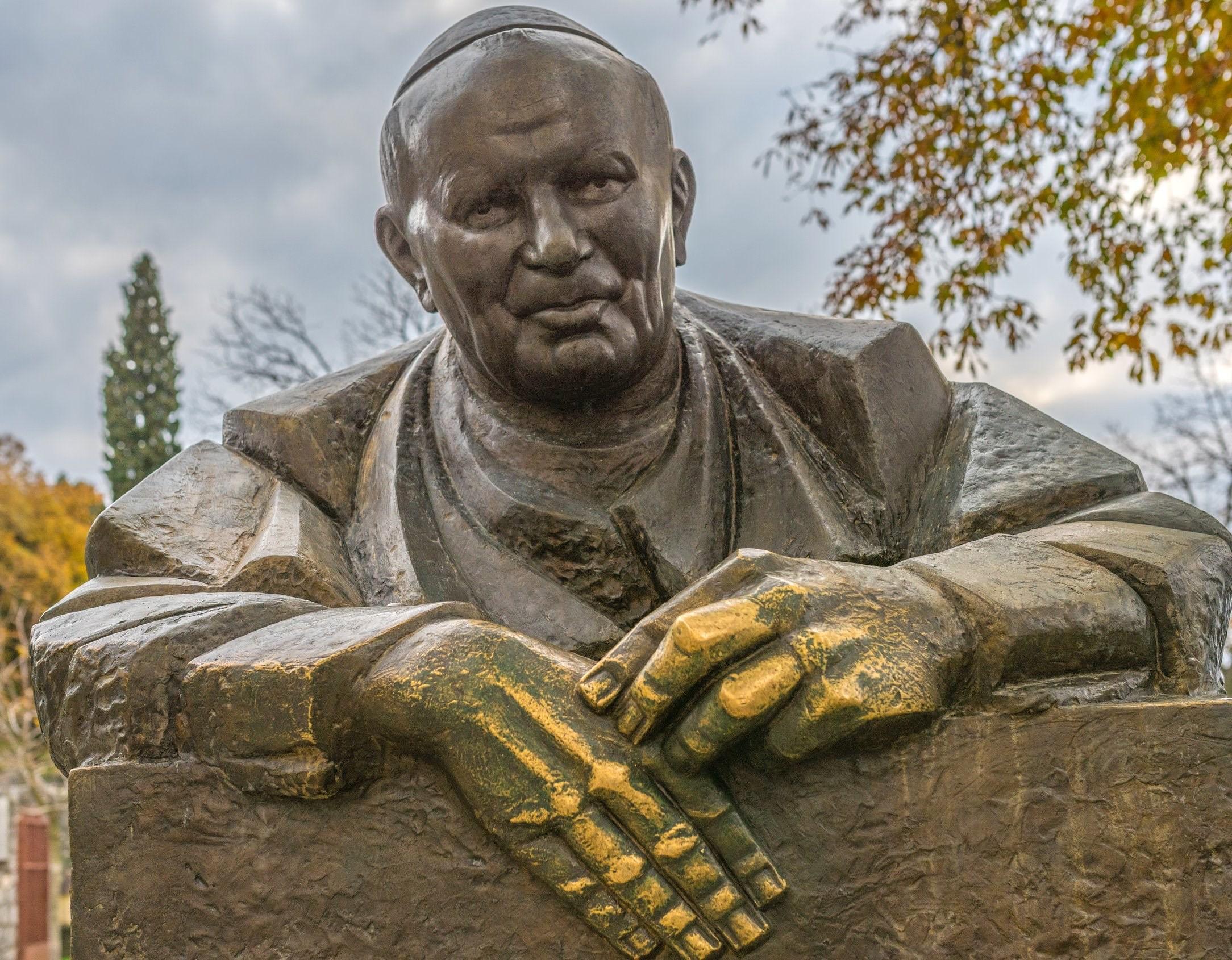 Антун Юркич. Памятник Иоанну ПавлуII. 2005. Трсат, Хорватия. Источник: Викимедиа