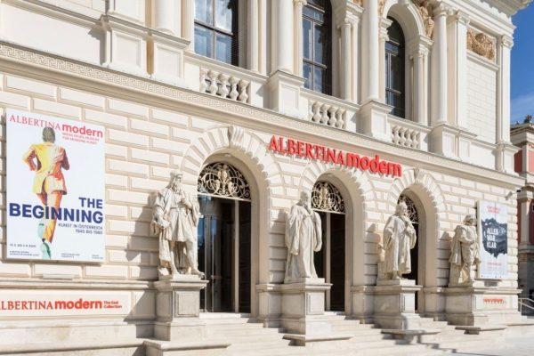Альбертина Модерн фасад - фасад Künstlerhaus Wien. Источник: Albertina Museum