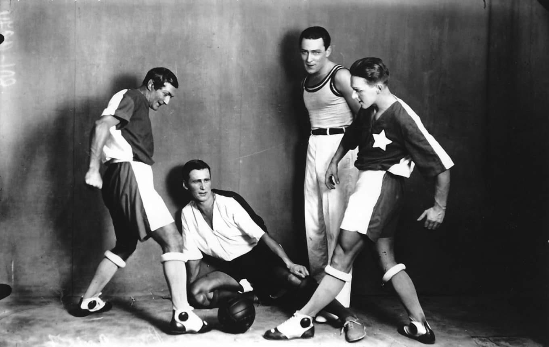 Футбольная сцена из балета «Золотой век». Фото. 1930.  Источник иллюстрации: Викимедиа